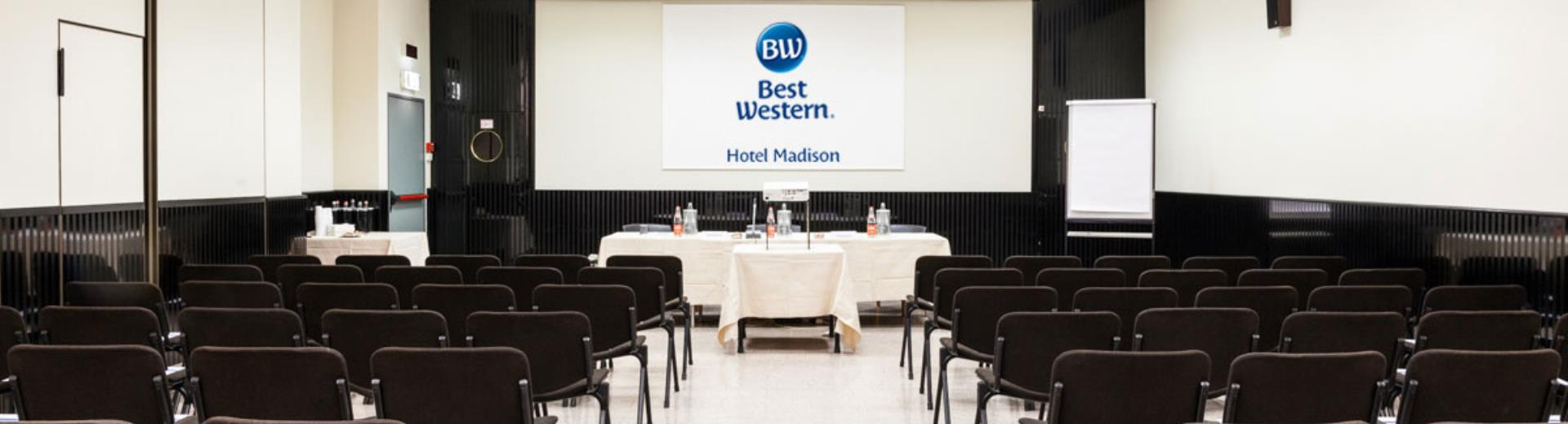 Available up to 3 meeting rooms up to 100 people